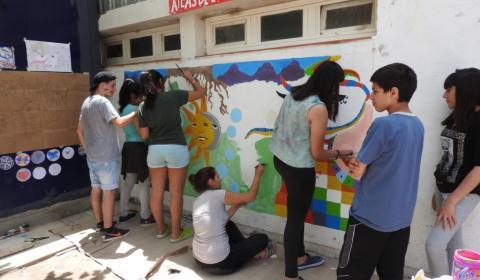 2- El mural va tomando color, acción colaborativa.